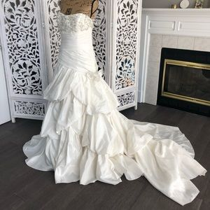 Dresses & Skirts - Wedding bridal gown dress 16 brand new